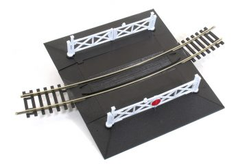 Curved Level Crossing inc 2 x Ramps & 4 gates